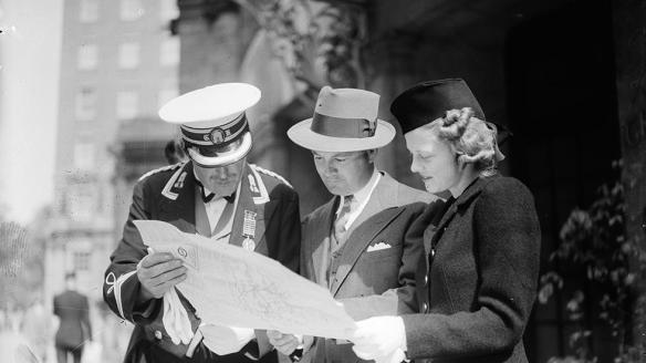 1939 An American couple ask the aid of a doorman.